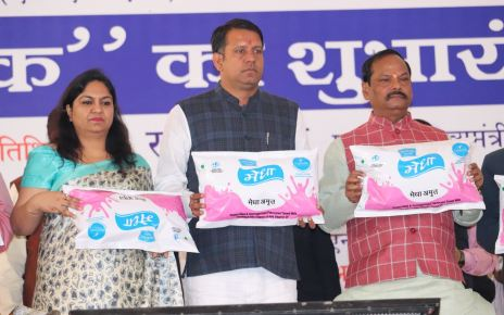 "CM Raghubar das launched the free milk programme "" gift milk"" for children"