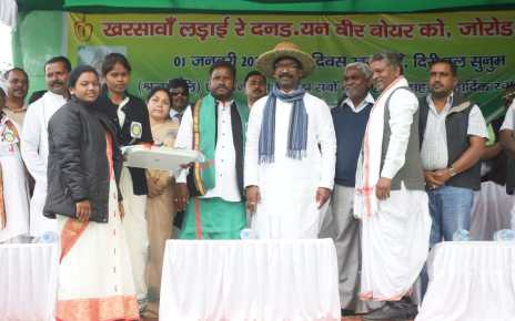 Cm Jharkhand, hemant soren paid tribute to the martyrs of kharsawa
