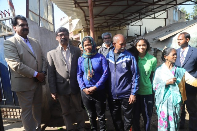 Cm Jharkhand went to the home of wrestling players