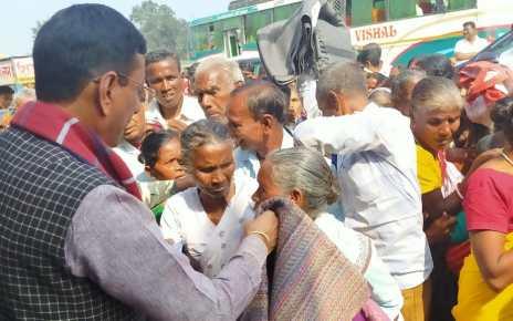 Member of parliament, sanjay seth visited ichagarh vidhansabha : distributed blankets between needy.