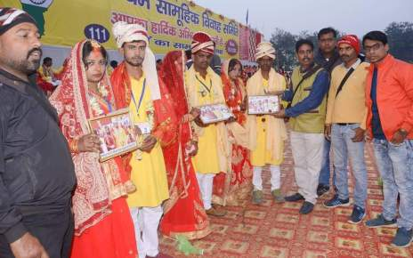 Gift by Press photographers Association to 111 pairs in mass marraige4