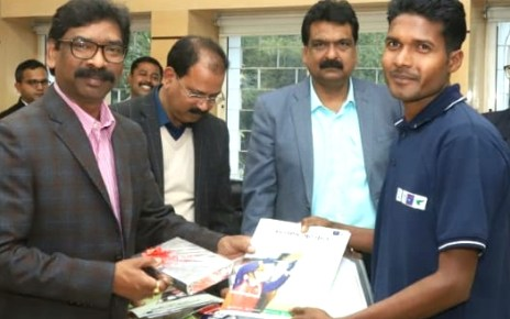 Cm Jharkhand hemant Soren gave appointment letter to 20 students of kalyan gurukul