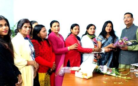 Bjp ranchi mahanagar mahila morcha felicitated deepak prakash on being appointed as president of bjp Jharkhand