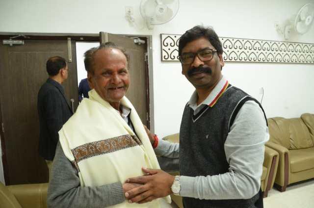 Cm Jharkhand hemant Soren congrulated padam shree holder madhu manduri hasmukh