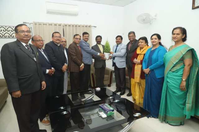 A delegation of private schools principals met cm Jharkhand hemant Soren