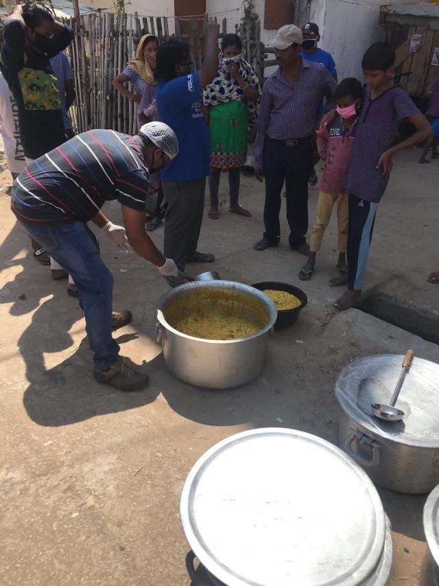 Fight against corona : khichdi distribution by round table India