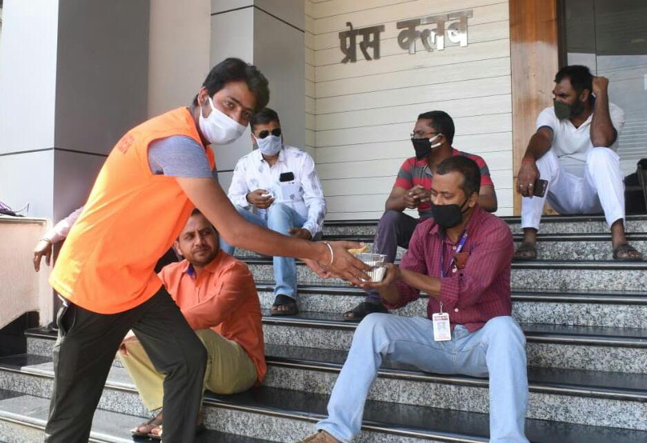 Fight against corona : fooding facility for journalists started in ranchi press club