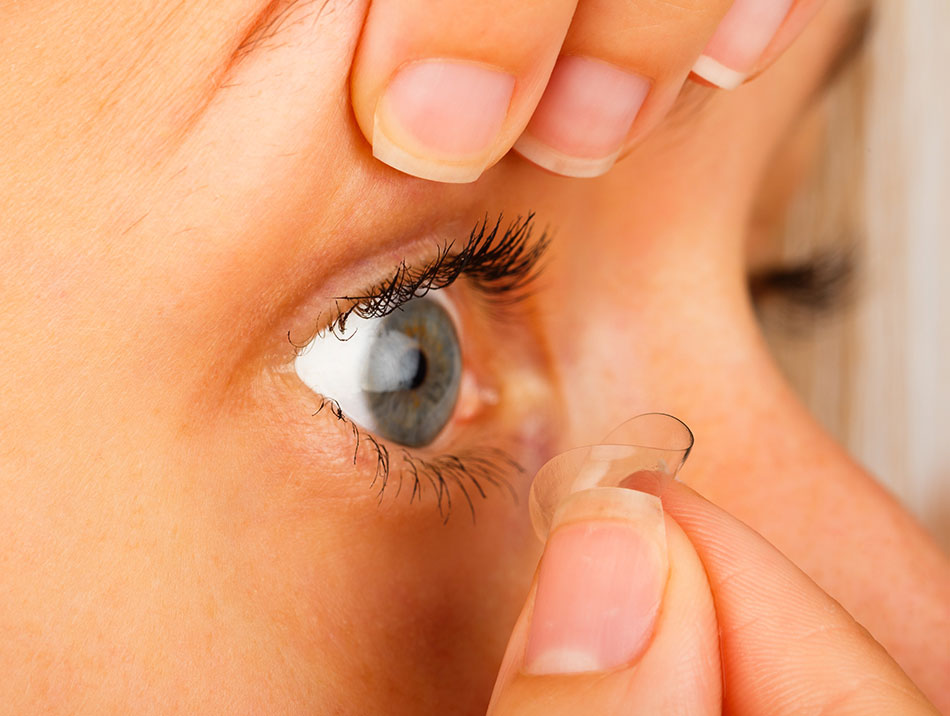 Should You Put in Your Contacts Before or After Makeup ...