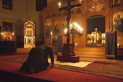 Prostrating before icon of Jesus on the cross
