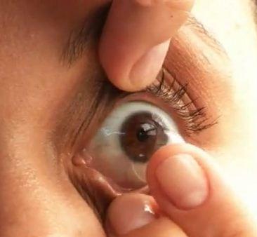 Como colocar lentes de contato gelatinosas
