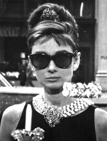 Bonequinha de Luxo – Audrey Hepburn – Óculos de sol Wayfarer Ray Ban RB2140