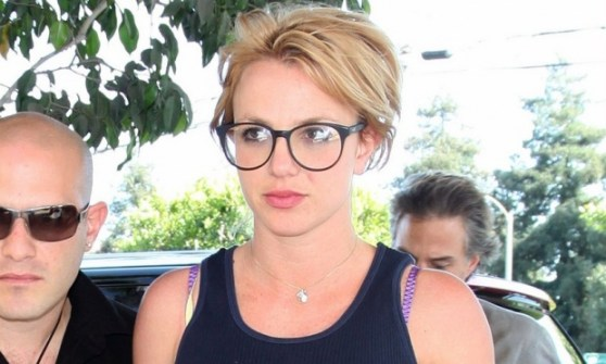 Britney Spears de óculos de grau