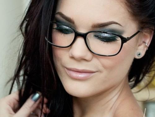 5 dicas de maquiagem para quem usa óculos de grau 7c4910f144