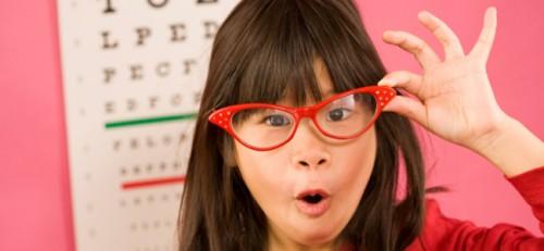 54af2560cd0eb Conheça as causas do estrabismo infantil   Lentes e Óculos Viallure