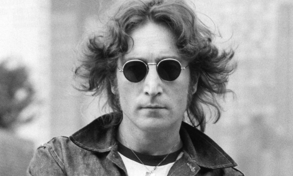 8383a312f5482 Quem gosta de moda – ou de música – sabe bem de quem se trata  John Lennon.