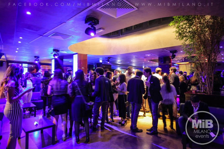 2917111005 MiB Restaurant Cafè, è in pieno centro storico, vicino alla Borsa, la cui  filosofia è quella di regalare un'atmosfera internazionale, offrendo ampi  spazi ...