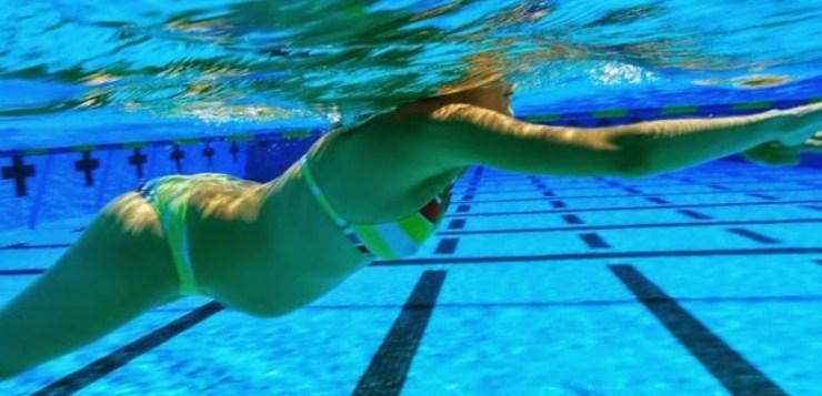 Nuotare in gravidanza: i 5 buoni motivi suggeriti dal coach Arena