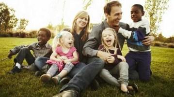 famiglia adottiva felice