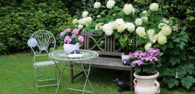 Come arredare il giardino per godersi la bella stagione
