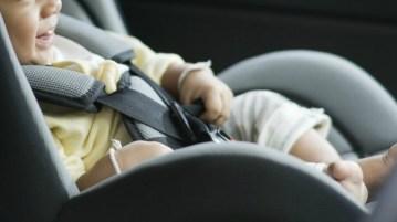 bimbi dimenticati in auto