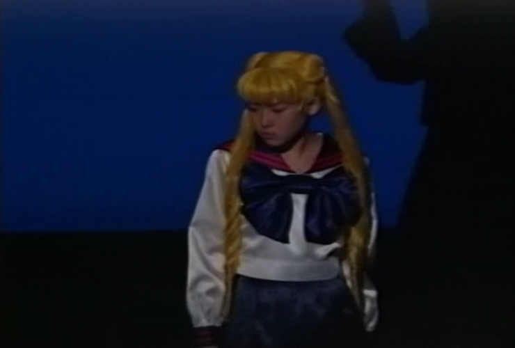 Usagi pouting because she 'forgot' something in the classroom.