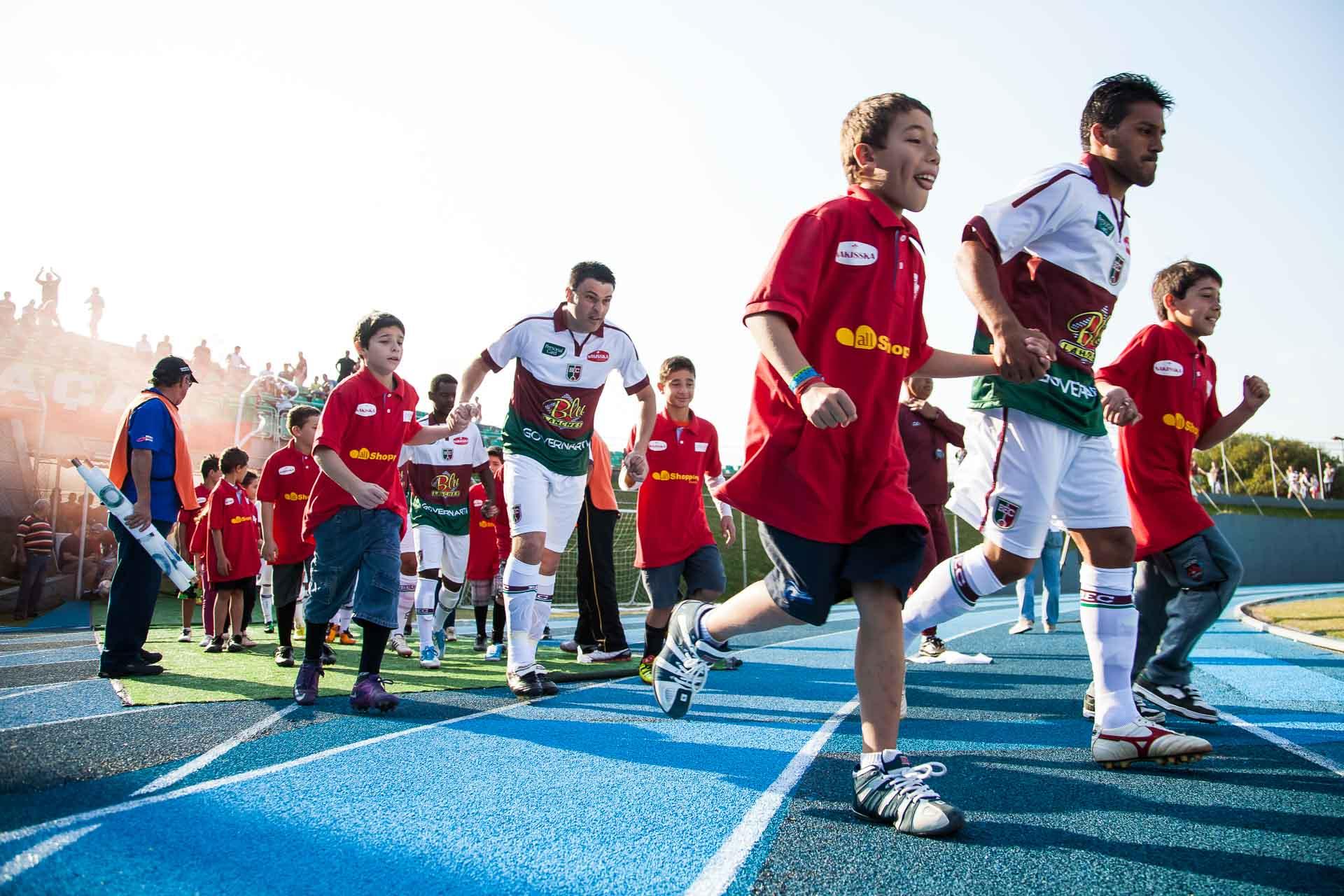 Time do Blumenau Esporte Clube entrando em campo no Estádio do Sesi