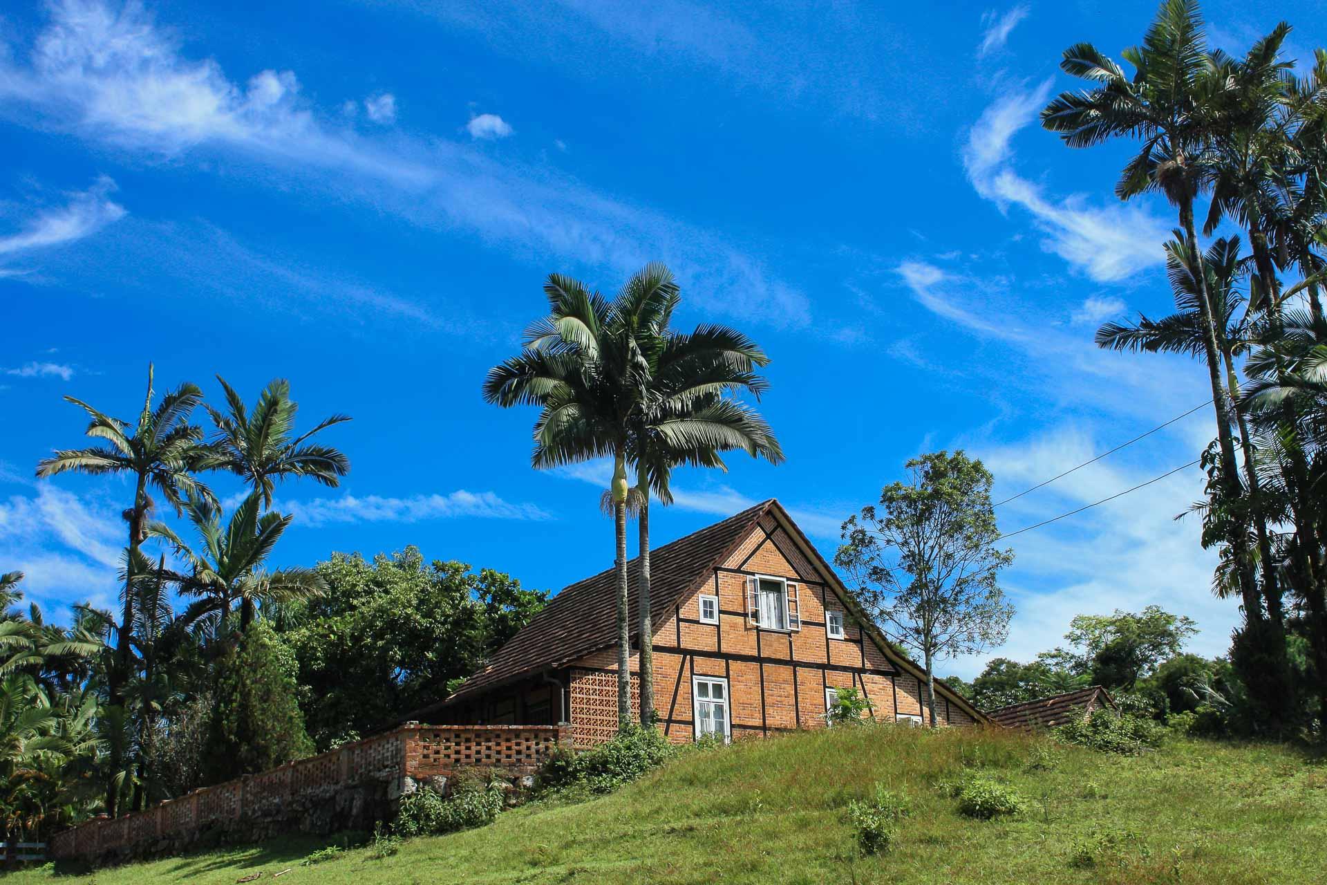 Casa construída com técnica enxaimel no bairro Tribess, em Blumenau