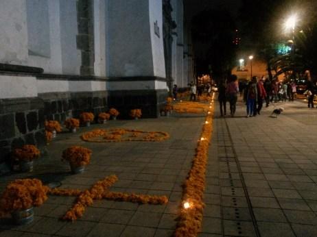 Campesúchil, flor de muertos. Calle Regina, Centro Histórico de Ciudad de México