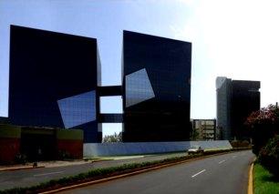 Torre Cincuentenario Universidad de Lima   Fachada frontal