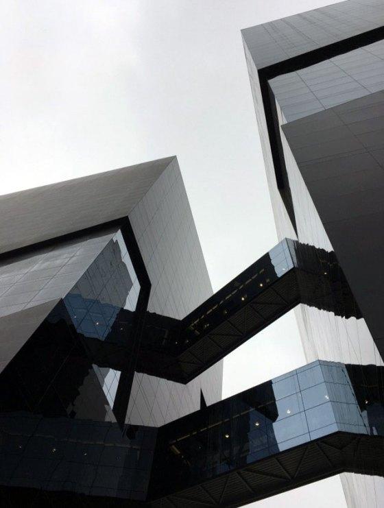 Torre Cincuentenario Universidad de Lima | Detalle puentes