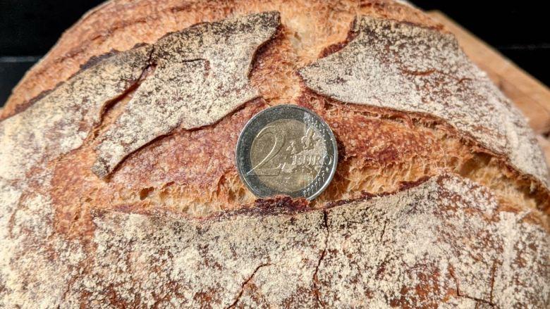 pièce de 2euros sur pain