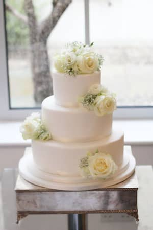 Simple Iced Cake And Fresh Flowers Le Papillon Patisserie