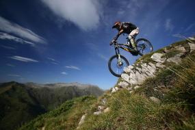 sport natuur vakantie in de monts d'olmes. Downhill in het skistation