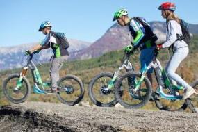 vacances nature et faire des sports comme la trottinette dans l'Ariège