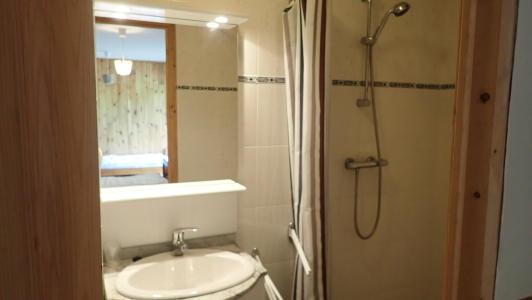 vakantiehuis-Pyreneeën-badkamer-met-italiaanse-douche.jpg