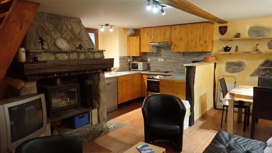 vakantiehuis-Pyreneeën-zicht-op-keuken.jpg