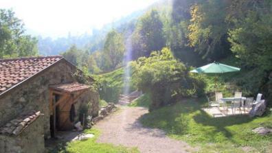 vakantiehuis-Pyreneeën-zicht-op-terras-Nitescente.jpg