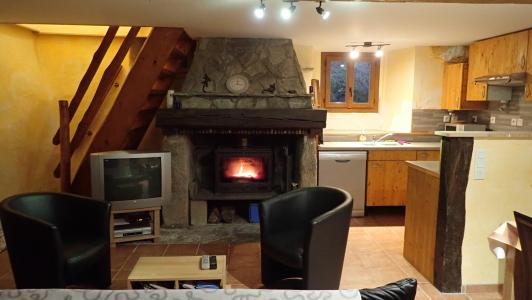 vakantiehuis-pyreneeën-La-Benestante-salon-met-haard.jpg