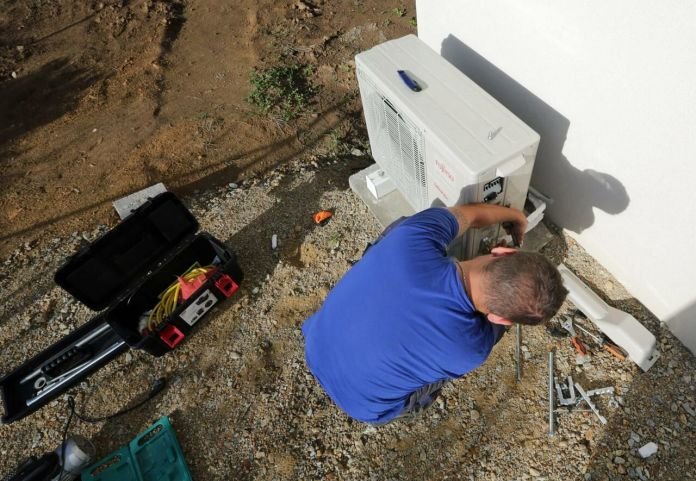 A heat pump allows you to heat yourself at a lower cost… once installed.  The Telegram / F.  Destoc