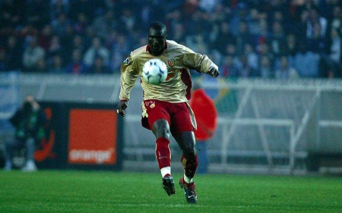 Pape Bouba Diop a évolué trois ans en France au début des années 2000, au Racing Club de Lens. Il est mort à 42 ans des suites d'une longue maladie.