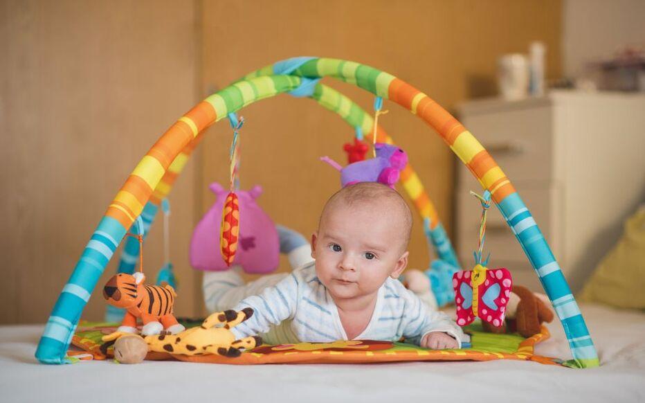 bien choisir le tapis d eveil de bebe