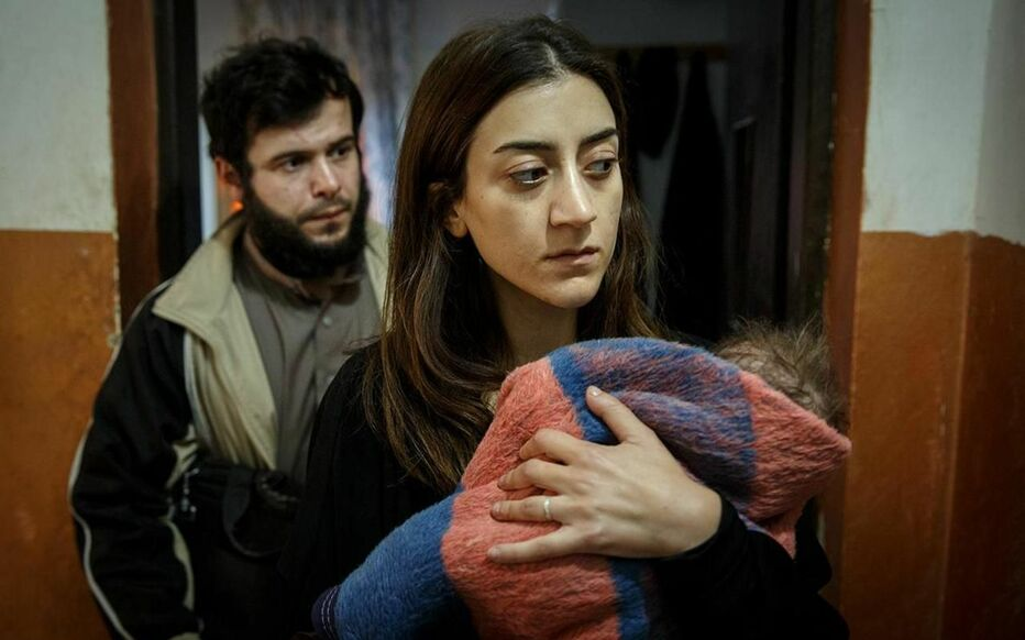Une Suédoise Pervin (Gizem Erdogan) tente par tous les moyens de quitter Raqqa, le fief de l'organisation Etat islamique.
