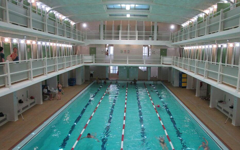 Spots to Visit in Paris, France: Paris : l'éclat retrouvé de la piscine des Amiraux - Le Parisien