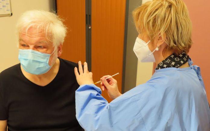 Covid-19 : près de 6,2 millions de premières injections du vaccin en France  - Le Parisien