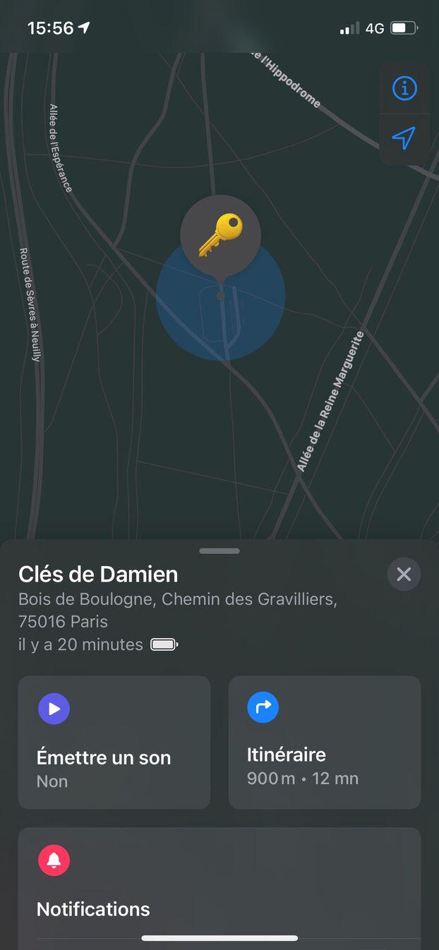 La géolocalisation de l'AirTag s'affiche sur la carte et définit une zone de recherche.