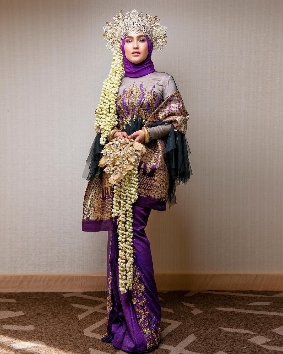 Siapa Sangka, Busana Perkahwinan Yang Dipakai Elfira Selama Sejam Ini Mencecah RM30,000_5c3dd2dc841d0.jpeg