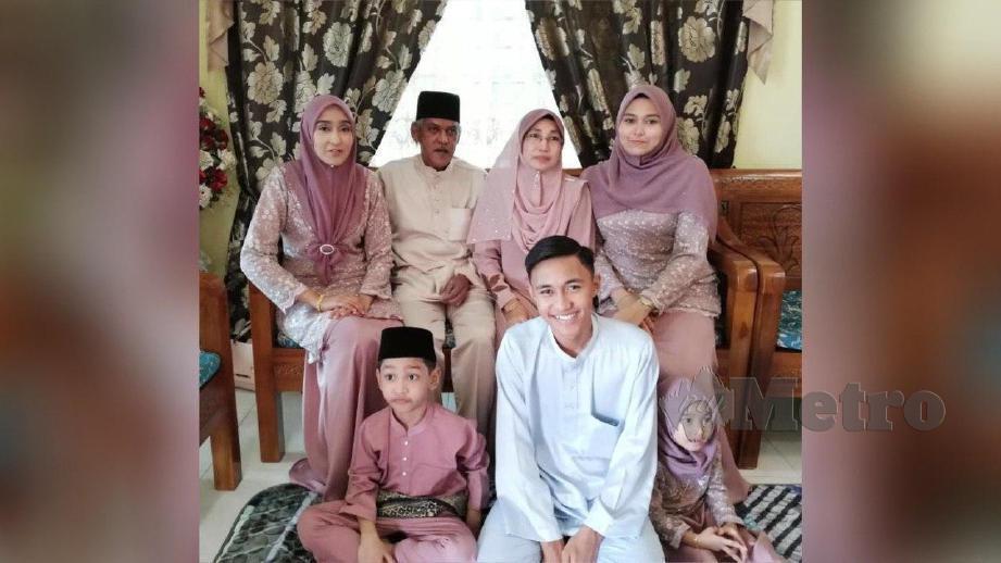 GAMBAR kenangan arwah Ahmad Farid bersama keluarga. FOTO Ihsan Keluarga Nur Syafiqa