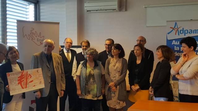 La Caisse d'Épargne de Midi-Pyrénées a remis un chèque de 10 000€ à l'association ADPAM
