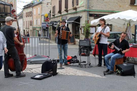 Après d''Accord Léone, place à Berzine  et Entre Nous Soit Dit , pour animer le marché du 1er août.