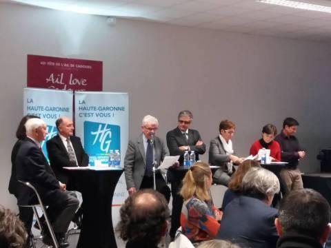 Jean Boissières ouvrant la réunion publique en présentant notre nouvelle identité territoriale